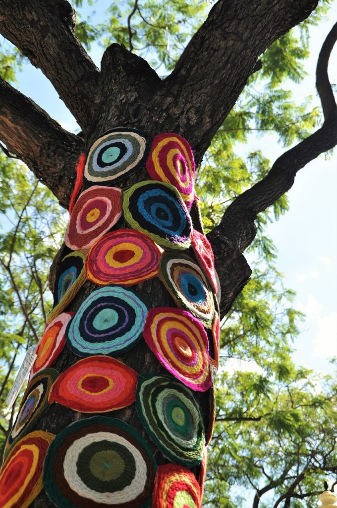 Upcycling crochet tree from www.decorativescope.com